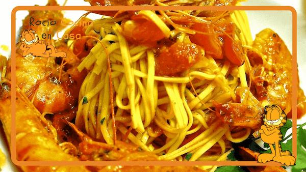 Espaguetis con Gambas al Ajillo y Almejas (Nata o Tomate)