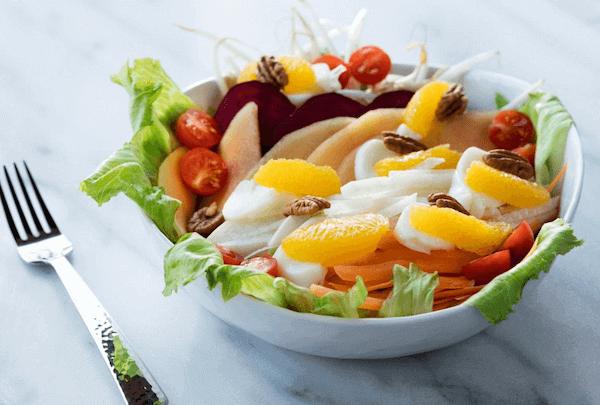 Ensalada de Frutas Verdes y Verduras Crudas con Yogur