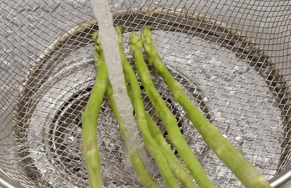 Cocer Esparragos Blancos y Verdes